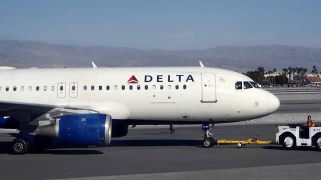 Una aerolínea aconseja a sus empleados comprar consolas en vez de sindicarse
