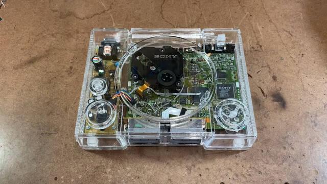 Crean una PlayStation de cristal