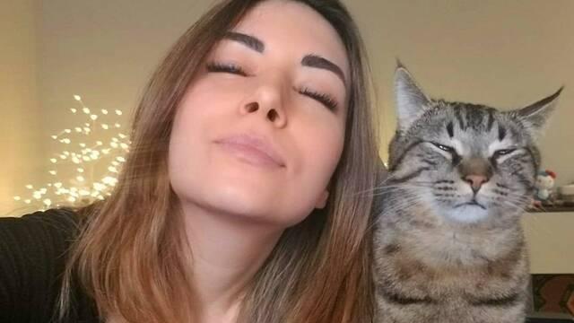 Piden a Twitch que tome medidas con la streamer Alinity por maltratar a su gato