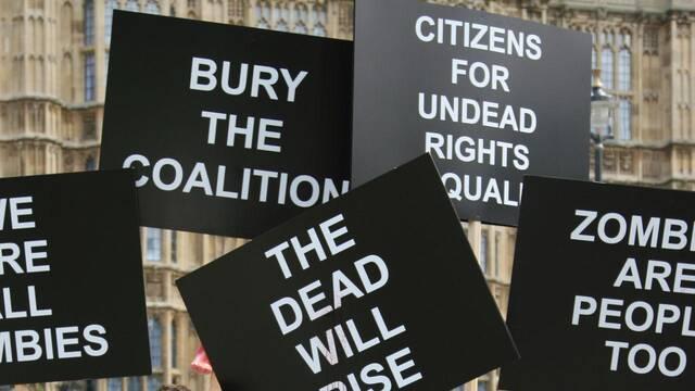 Capcom organiza una manifestación de zombis ante el parlamento británico