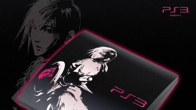 Se muestra una PlayStation 3 decorada con motivo de Final Fantasy XIII-2