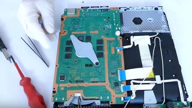 ¿Cómo es la PS4 Slim por dentro? Un usuario de YouTube la desmonta