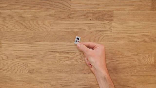 Así es Thumby, la consola más pequeña del mundo.