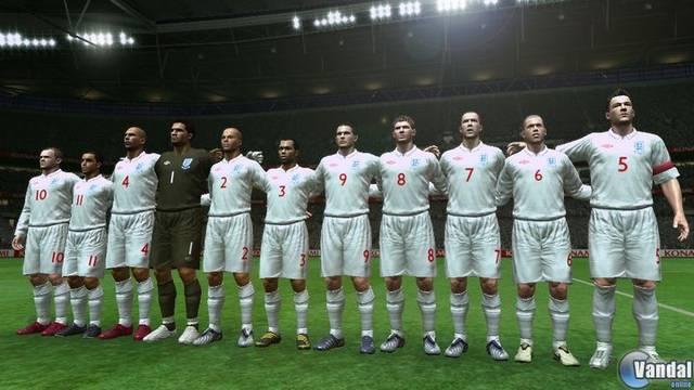 La nueva equipación de la selección inglesa llega a PES 2009