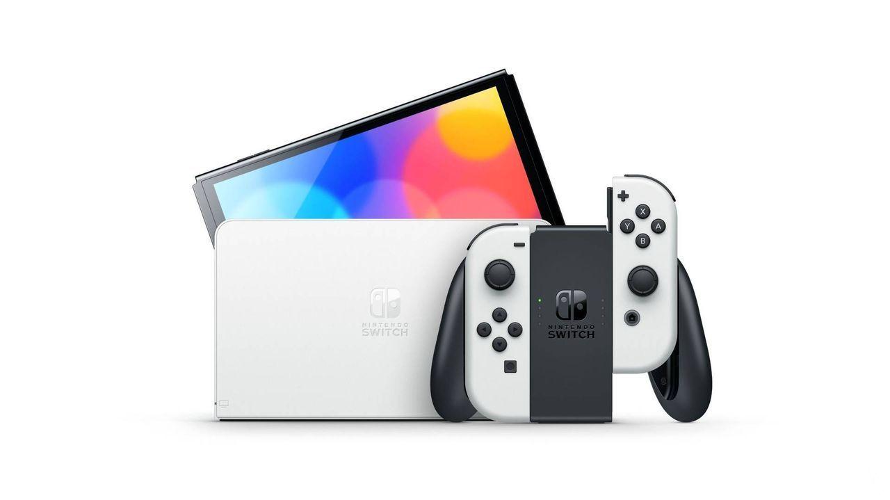 Nueva Nintendo Switch OLED en color blanco.