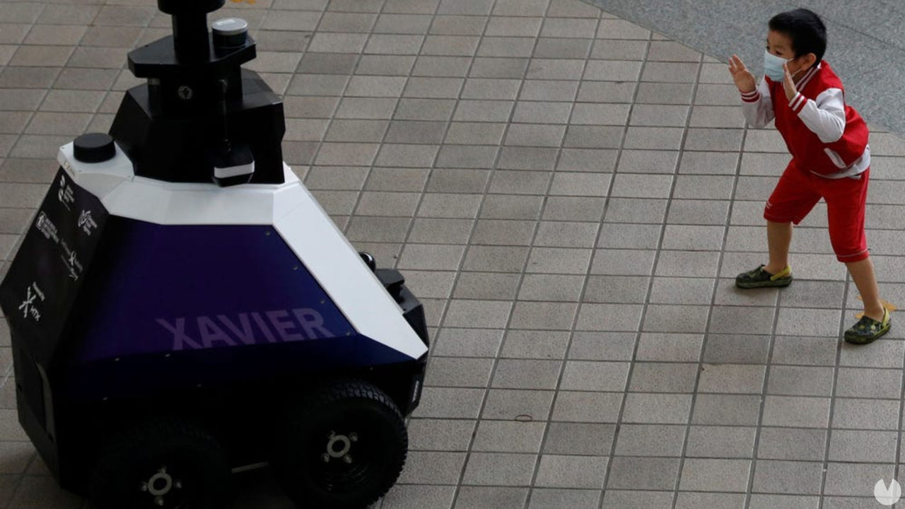 Así son los robots Xavier enviados por la policía de Singapur para  patrullar las calles - Vandal Random
